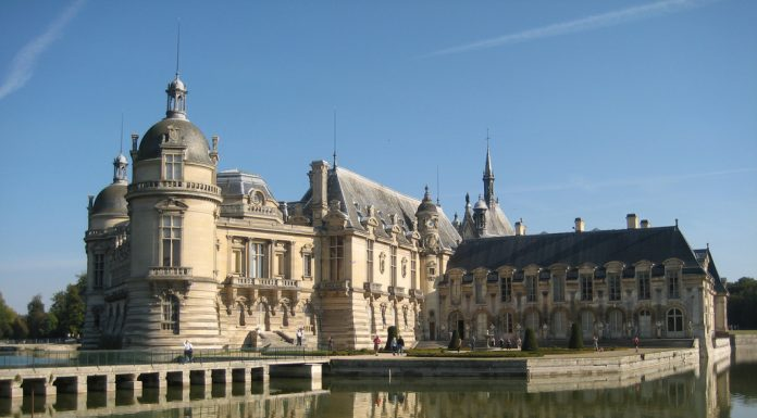 Chateau De Chantilly Sunny Day