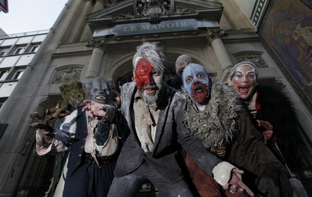 Scary actors from Manoir of Paris
