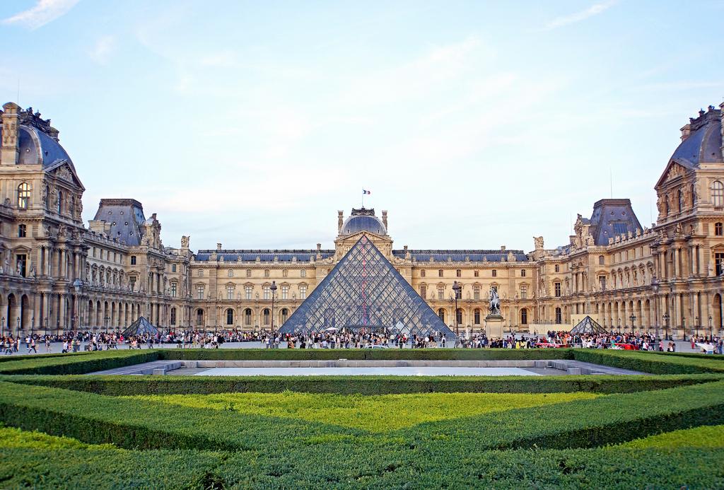 Musée Du Louvre Paris Front View