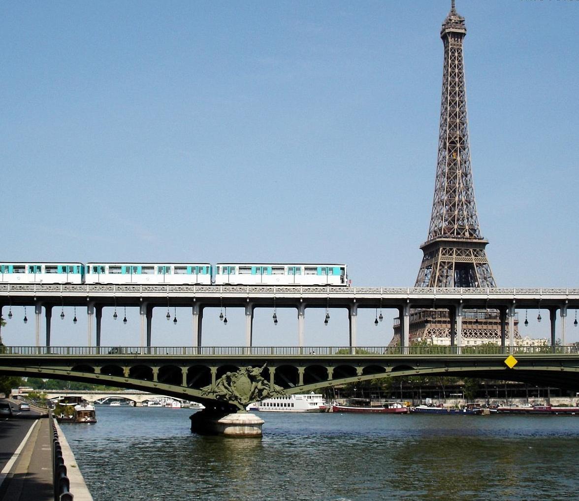 Pont De Bir Hakeim  With Eiffel Tower And Subay