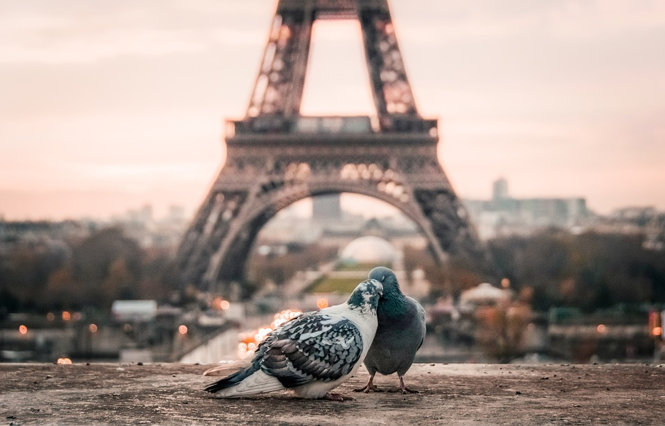 Jalan romantis seperti di film Love Paris