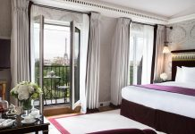 Menginap di hotel luxury di Paris