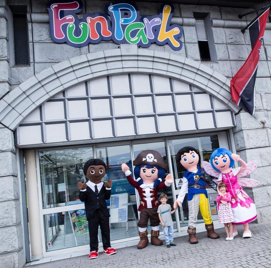 Les super 4 au PLAYMOBIL FunPark